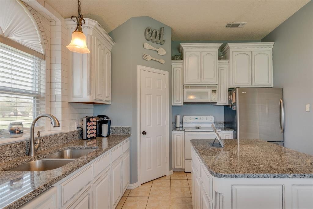 110 Crestwood  Lane, Springtown, Texas 76082 - acquisto real estate best frisco real estate broker in texas for high net worth buyers