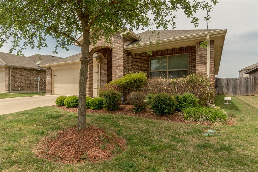 10208 Almondtree  Drive, Fort Worth, Texas 76140 - Acquisto Real Estate best mckinney realtor hannah ewing stonebridge ranch expert