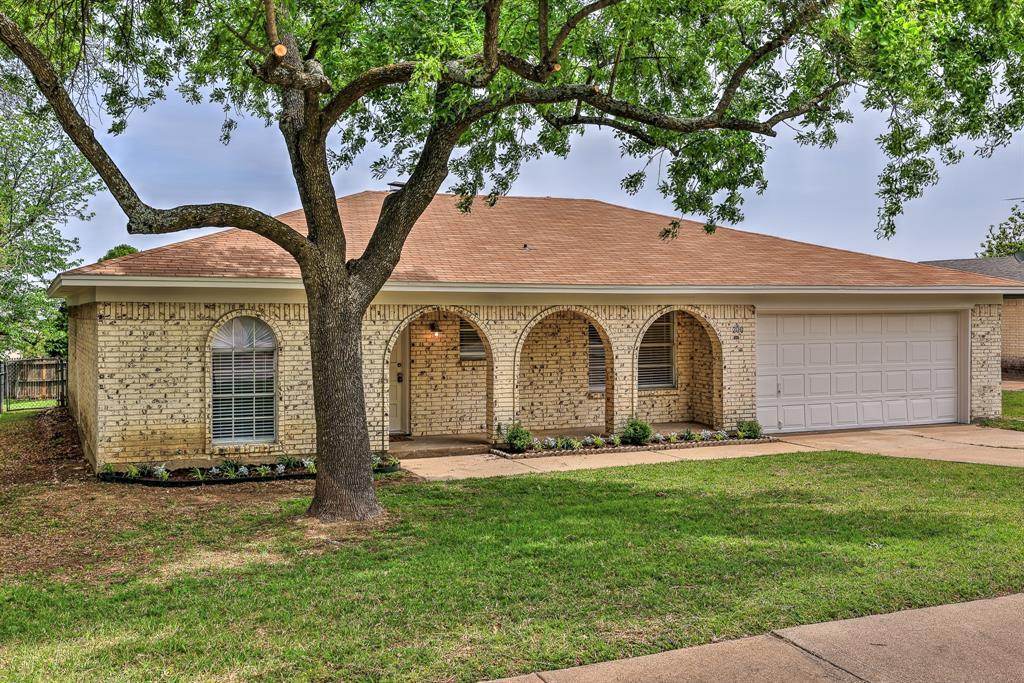 200 Lochness  Lane, Benbrook, Texas 76126 - Acquisto Real Estate best mckinney realtor hannah ewing stonebridge ranch expert