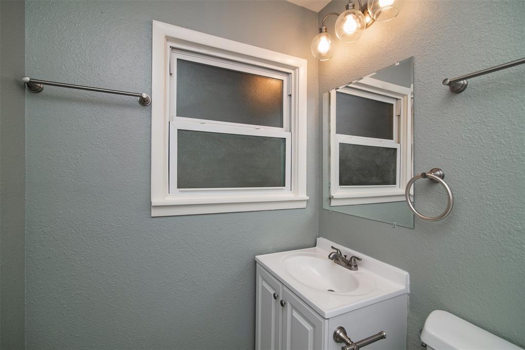 500 Ellen  Avenue, Hurst, Texas 76053 - acquisto real estate best photos for luxury listings amy gasperini quick sale real estate