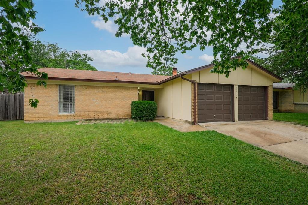 6529 Wooddale  Drive, Watauga, Texas 76148 - Acquisto Real Estate best plano realtor mike Shepherd home owners association expert