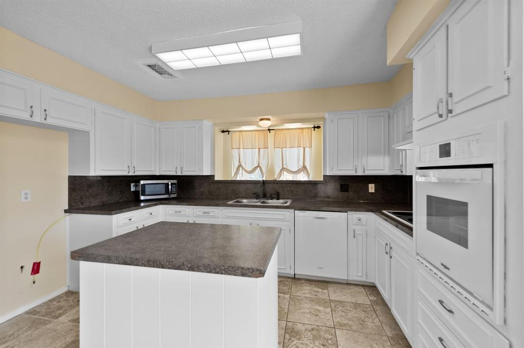413 Salem  Drive, Hurst, Texas 76054 - acquisto real estate best listing listing agent in texas shana acquisto rich person realtor