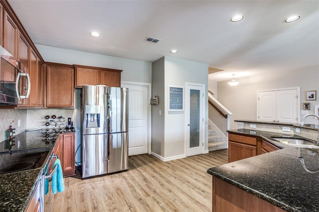 2924 Greenway  Drive, Burleson, Texas 76028 - acquisto real estate best real estate company to work for