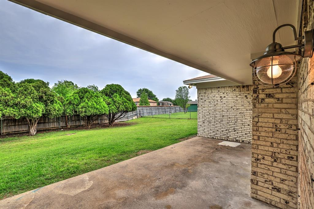 200 Lochness  Lane, Benbrook, Texas 76126 - acquisto real estate best realtor dallas texas linda miller agent for cultural buyers