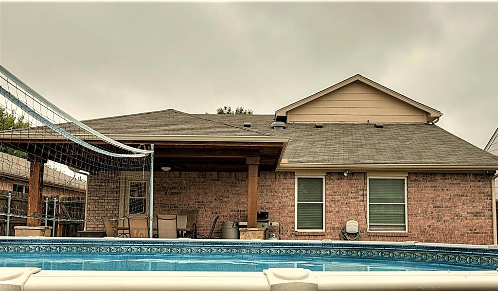 616 Creekview  Drive, Burleson, Texas 76028 -