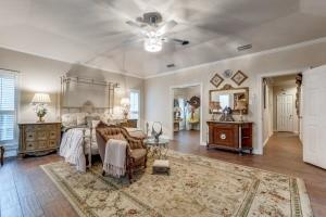 9631 Hilldale  Drive, Dallas, Texas 75231 - acquisto real estate best realtor westlake susan cancemi kind realtor of the year