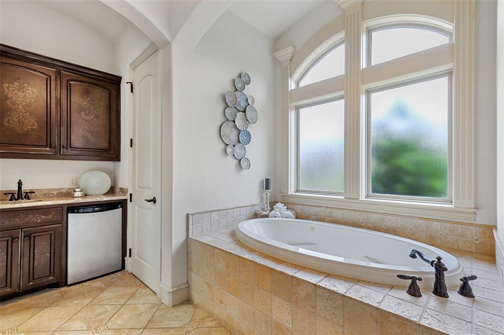 1710 Bur Oak  Drive, Southlake, Texas 76092 - acquisto real estate best realtor foreclosure real estate mike shepeherd walnut grove realtor