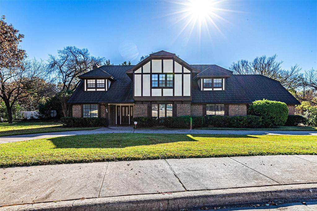 906 Thistle Green  Lane, Duncanville, Texas 75137 - Acquisto Real Estate best plano realtor mike Shepherd home owners association expert