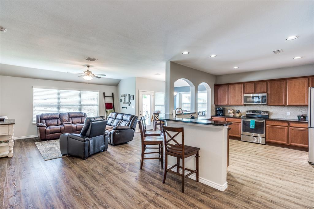 2924 Greenway  Drive, Burleson, Texas 76028 - acquisto real estate best luxury buyers agent in texas shana acquisto inheritance realtor