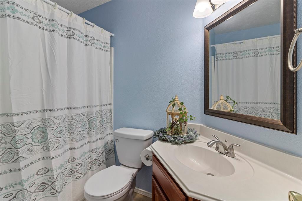 101 Saint James  Court, Rhome, Texas 76078 - acquisto real estate best realtor foreclosure real estate mike shepeherd walnut grove realtor