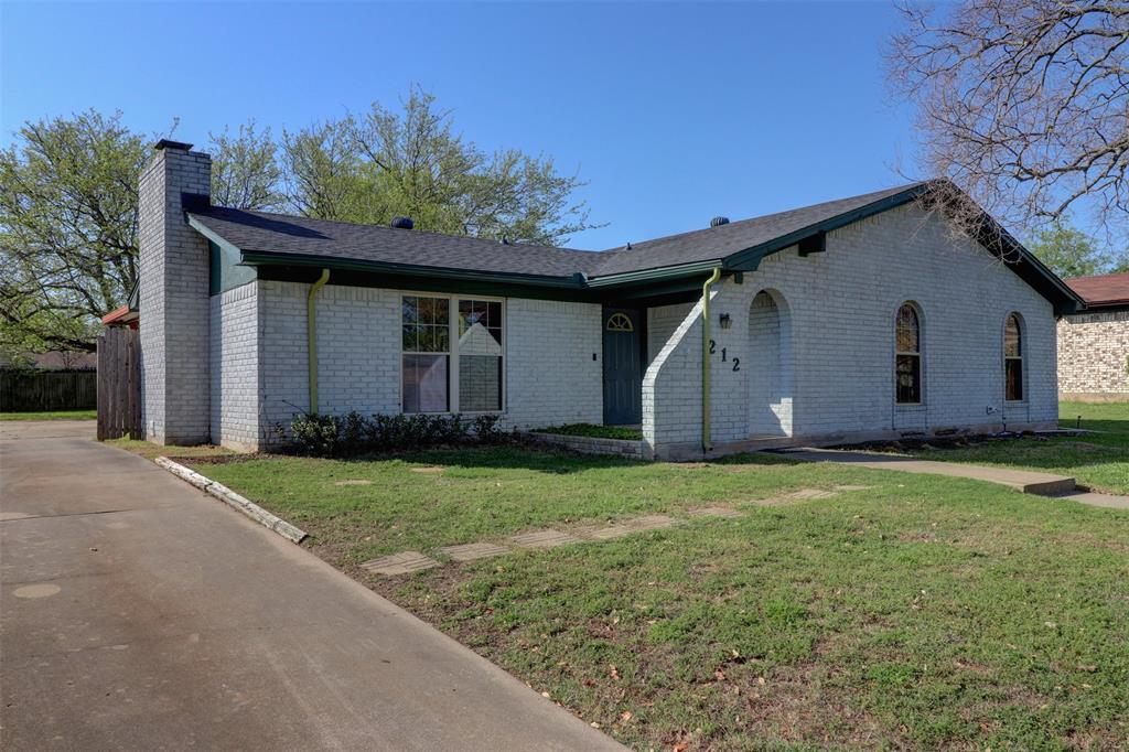 212 Monterrey  Drive, Hewitt, Texas 76643 - Acquisto Real Estate best frisco realtor Amy Gasperini 1031 exchange expert