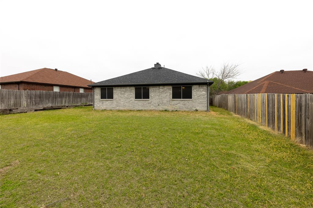 6209 Brookknoll  Drive, Arlington, Texas 76018 - acquisto real estate best realtor foreclosure real estate mike shepeherd walnut grove realtor