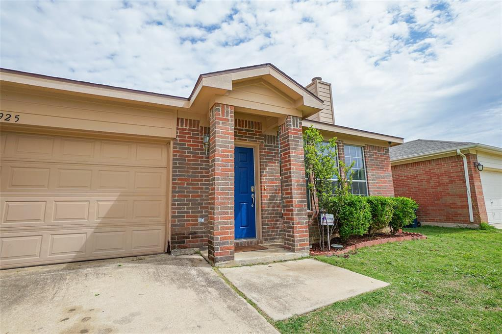 925 Buffalo Springs  Drive, Fort Worth, Texas 76140 - Acquisto Real Estate best frisco realtor Amy Gasperini 1031 exchange expert