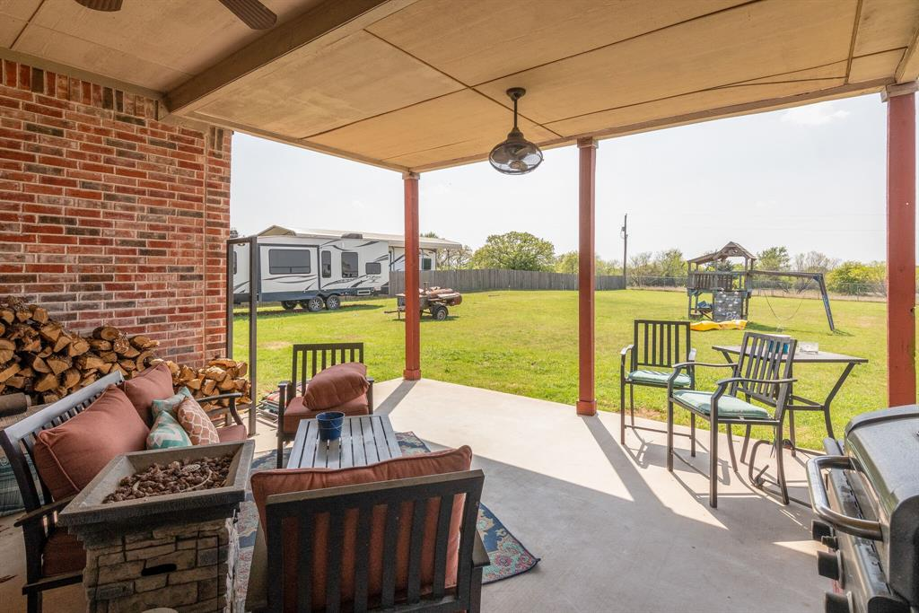 110 Crestwood  Lane, Springtown, Texas 76082 - acquisto real estate best park cities realtor kim miller best staging agent