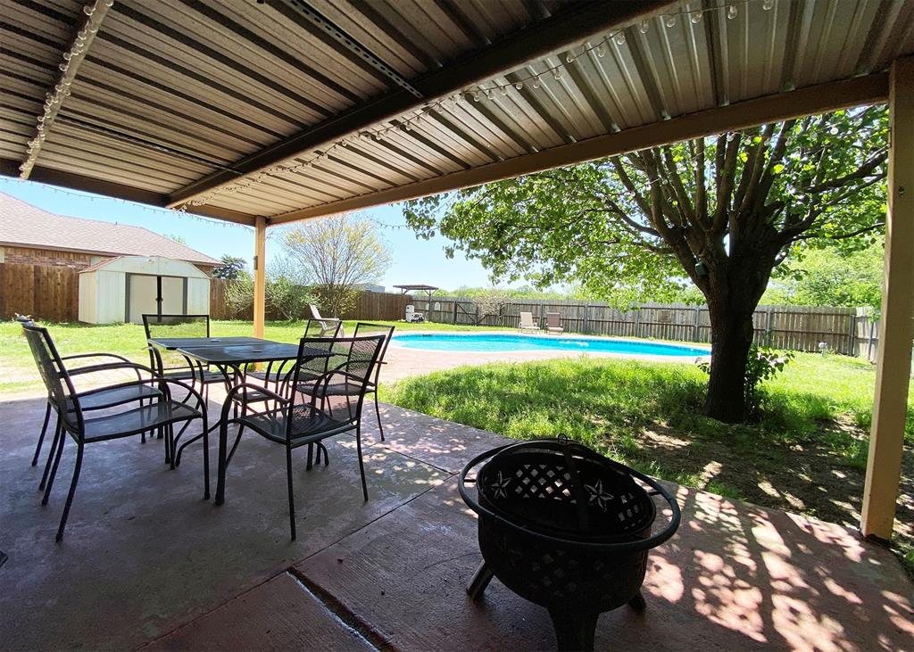 805 Elm  Street, Ennis, Texas 75119 - acquisto real estate best prosper realtor susan cancemi windfarms realtor