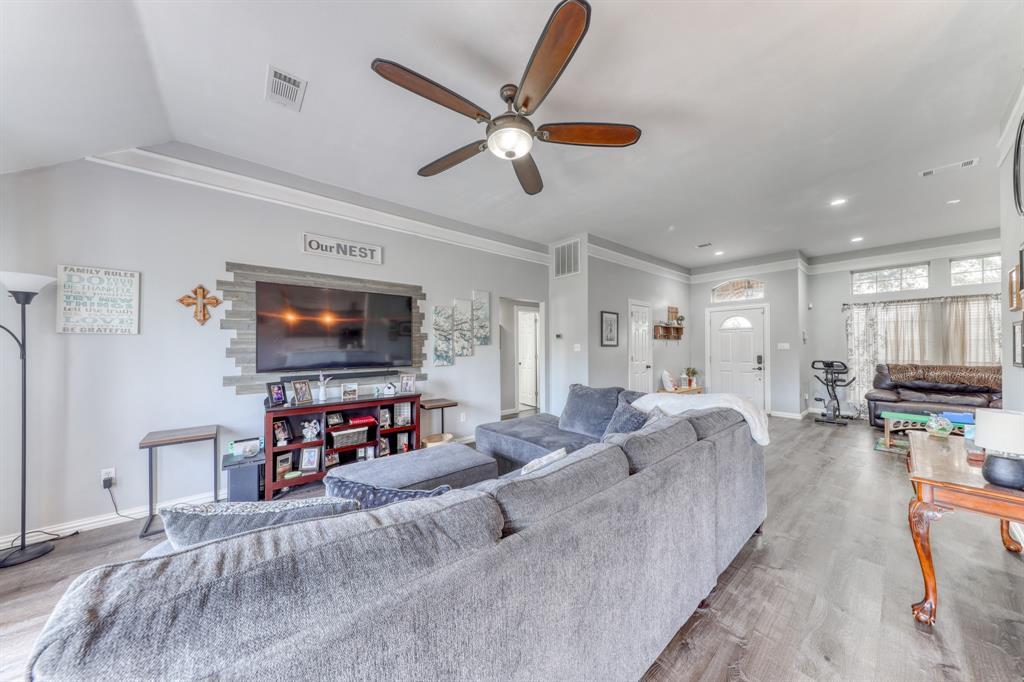 1029 Calinco  Drive, Granbury, Texas 76048 - acquisto real estate best luxury buyers agent in texas shana acquisto inheritance realtor