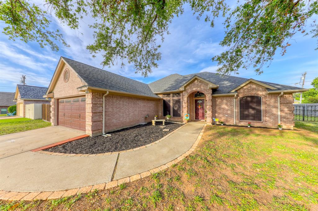 1029 Calinco  Drive, Granbury, Texas 76048 - acquisto real estate best flower mound realtor jody daley lake highalands agent of the year