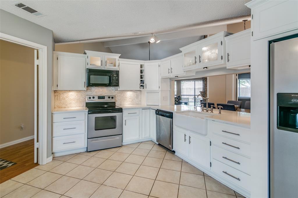 3205 Meadowood  Drive, Garland, Texas 75040 - acquisto real estate best prosper realtor susan cancemi windfarms realtor