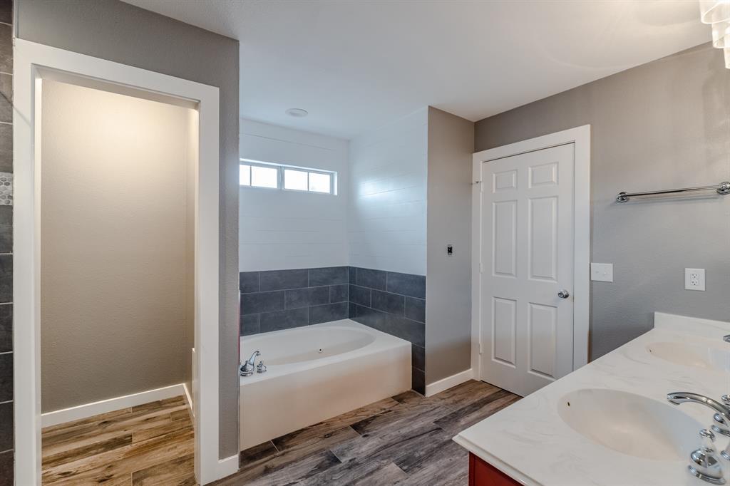 2246 Villawood  Lane, Garland, Texas 75040 - acquisto real estate best style realtor kim miller best real estate reviews dfw