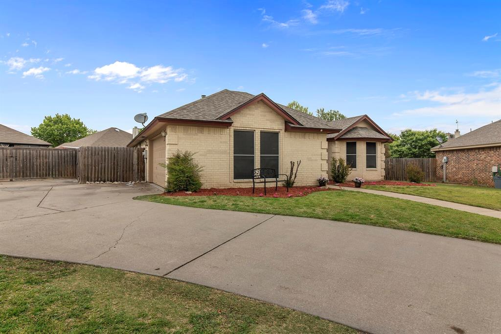 101 Saint James  Court, Rhome, Texas 76078 - acquisto real estate best listing photos hannah ewing mckinney real estate expert