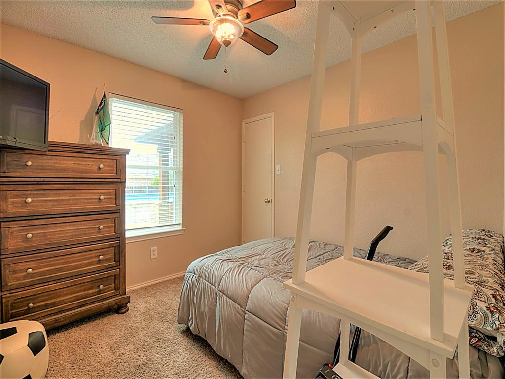 616 Creekview  Drive, Burleson, Texas 76028 - acquisto real estate best realtor foreclosure real estate mike shepeherd walnut grove realtor
