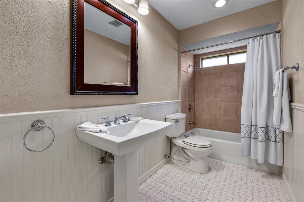 1401 Lincoln  Drive, Carrollton, Texas 75006 - acquisto real estate best realtor dallas texas linda miller agent for cultural buyers