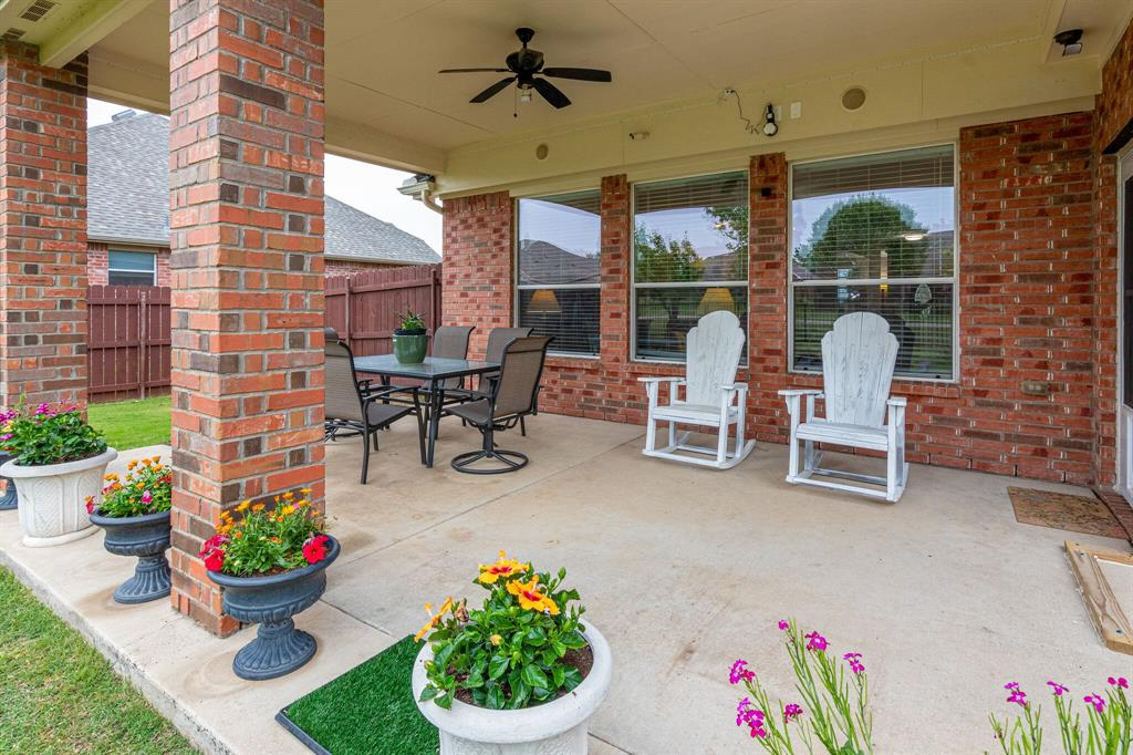 13305 Austin Stone  Drive, Fort Worth, Texas 76052 - acquisto real estate best realtor foreclosure real estate mike shepeherd walnut grove realtor