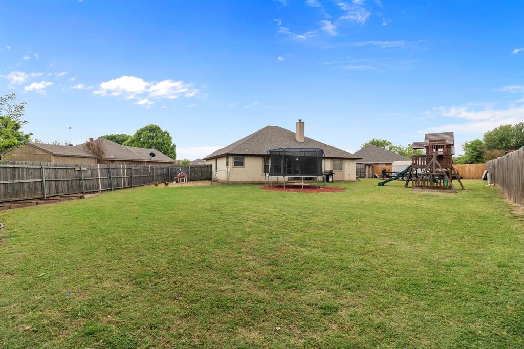 101 Saint James  Court, Rhome, Texas 76078 - acquisto real estate best plano real estate agent mike shepherd