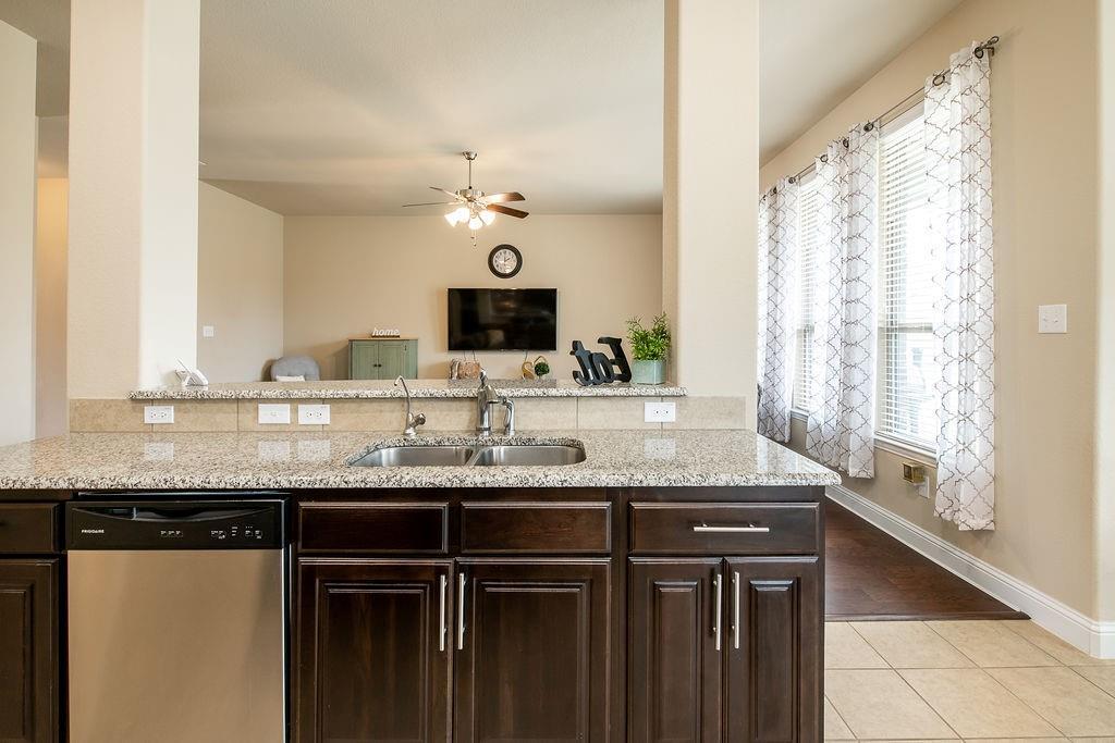 124 Haymeadow  Drive, Crandall, Texas 75114 - acquisto real estate best listing agent in the nation shana acquisto estate realtor