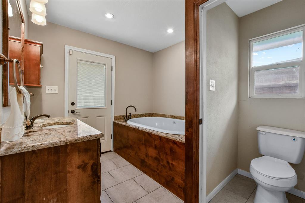 1401 Lincoln  Drive, Carrollton, Texas 75006 - acquisto real estate best designer and realtor hannah ewing kind realtor