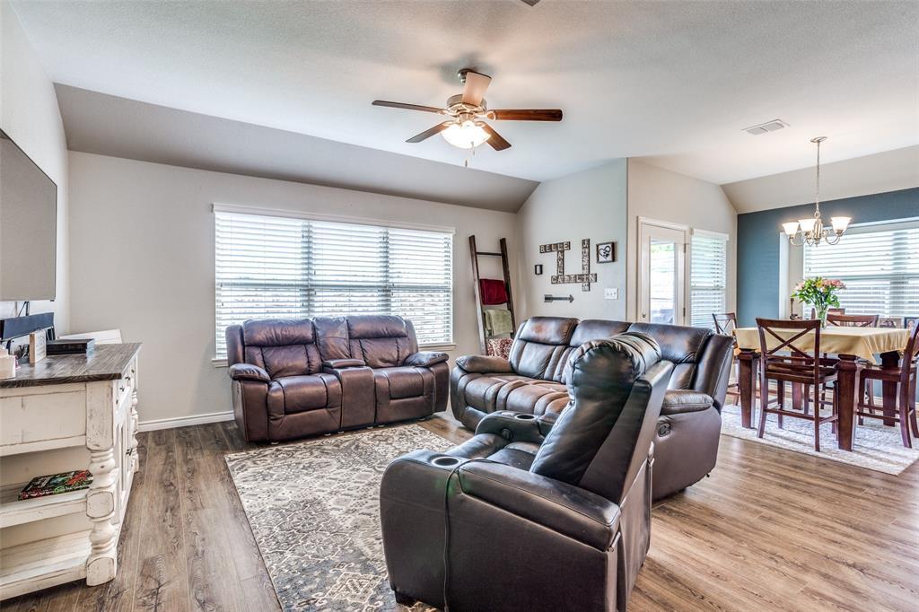 2924 Greenway  Drive, Burleson, Texas 76028 - acquisto real estate best prosper realtor susan cancemi windfarms realtor