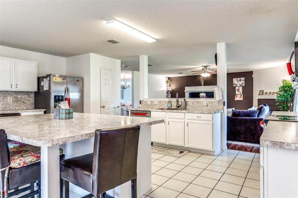 601 Jagera  Way, Arlington, Texas 76002 - acquisto real estate best real estate company to work for
