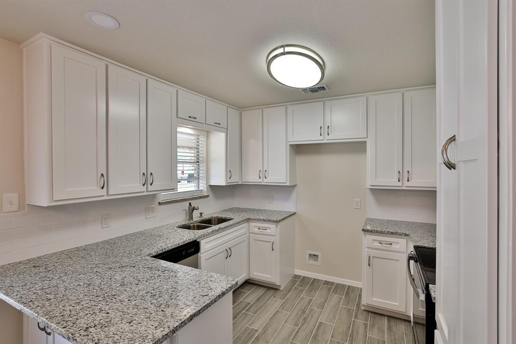 200 Lochness  Lane, Benbrook, Texas 76126 - acquisto real estate best real estate company to work for