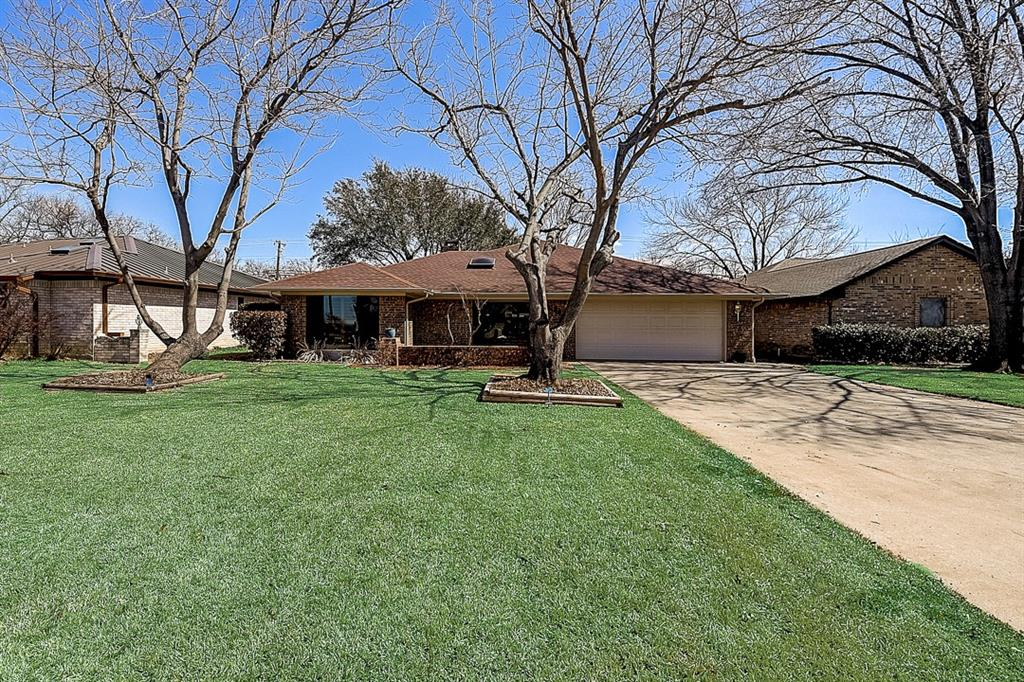 936 Old Mill  Circle, Irving, Texas 75061 - Acquisto Real Estate best plano realtor mike Shepherd home owners association expert