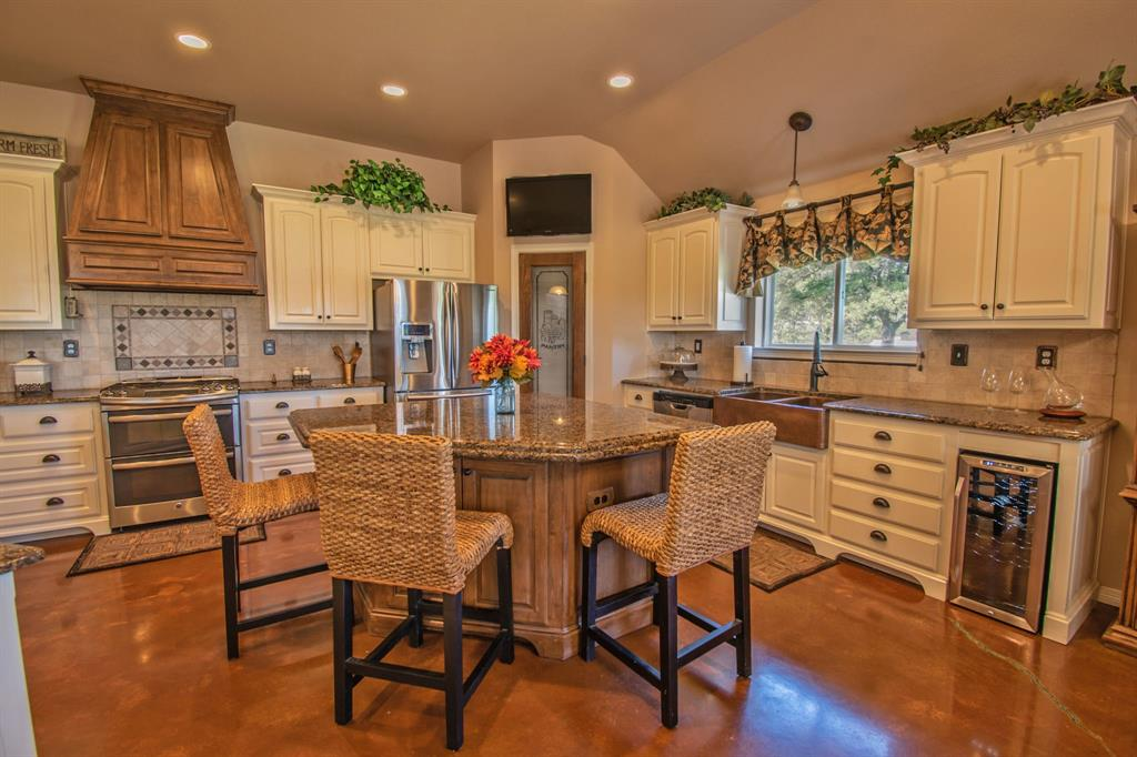 108 Shoreline  Circle, Weatherford, Texas 76088 - acquisto real estate best real estate company to work for