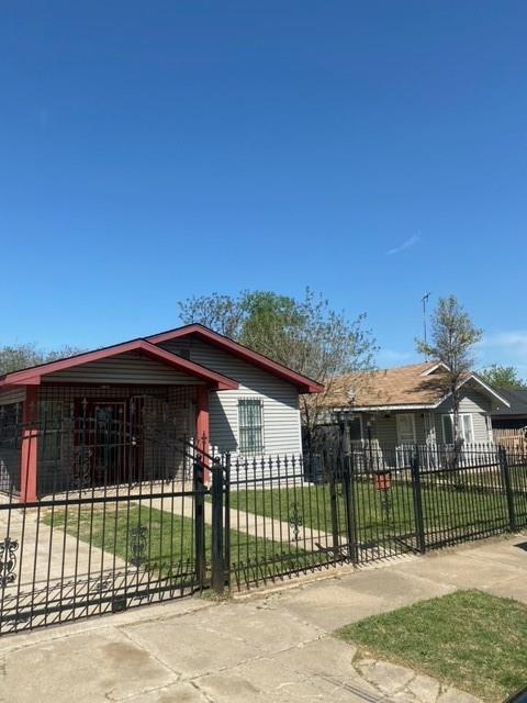 1408 New York  Avenue, Fort Worth, Texas 76104 - Acquisto Real Estate best plano realtor mike Shepherd home owners association expert