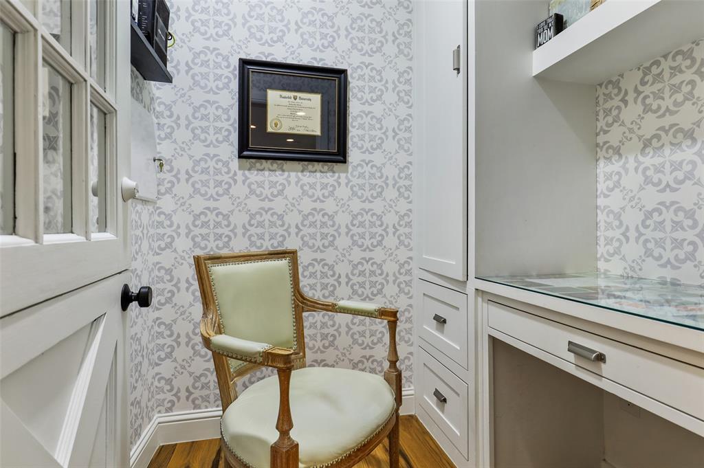 560 Northlake  Drive, Dallas, Texas 75218 - acquisto real estate best negotiating realtor linda miller declutter realtor