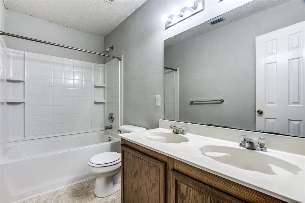 1724 Rialto  Way, Fort Worth, Texas 76247 - acquisto real estate best realtor foreclosure real estate mike shepeherd walnut grove realtor