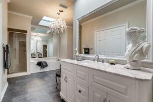 9631 Hilldale  Drive, Dallas, Texas 75231 - acquisto real estate best realtor dfw jody daley liberty high school realtor