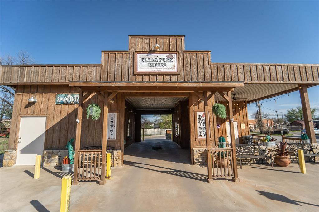 301 Main  Street, Albany, Texas 76430 - Acquisto Real Estate best frisco realtor Amy Gasperini 1031 exchange expert