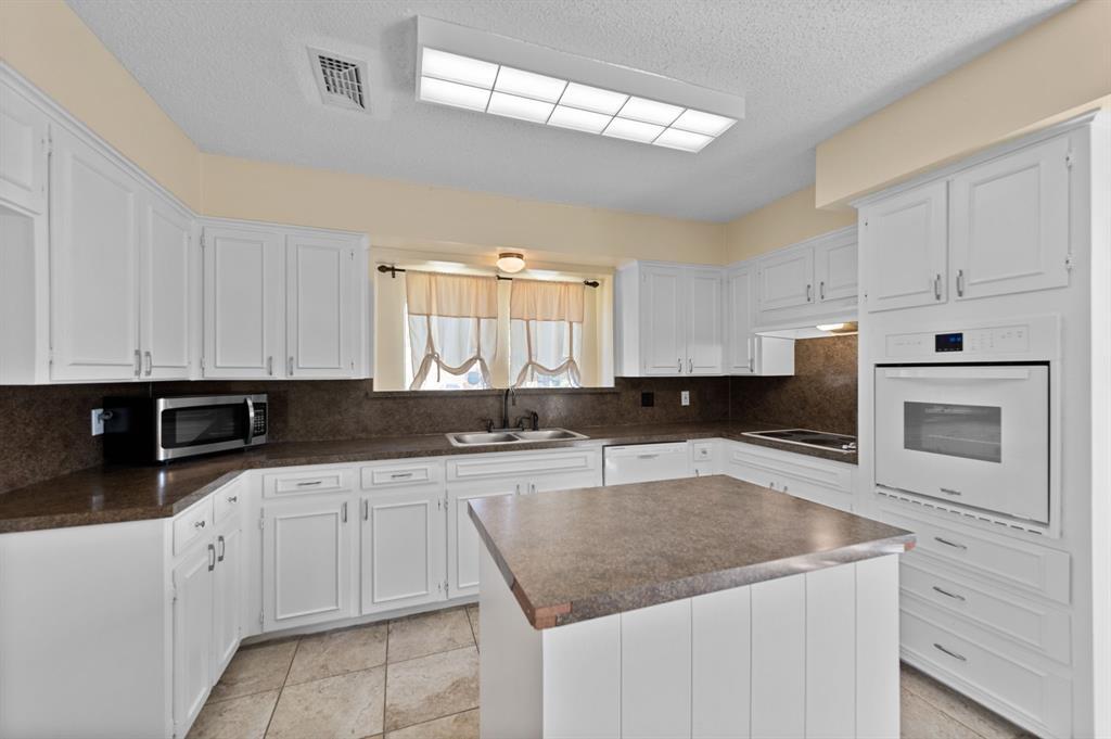 413 Salem  Drive, Hurst, Texas 76054 - acquisto real estate best real estate company in frisco texas real estate showings