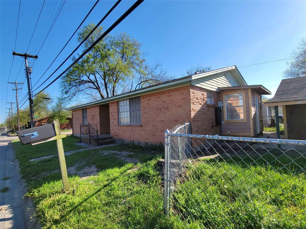 1701 Granbury  Street, Cleburne, Texas 76033 - Acquisto Real Estate best plano realtor mike Shepherd home owners association expert