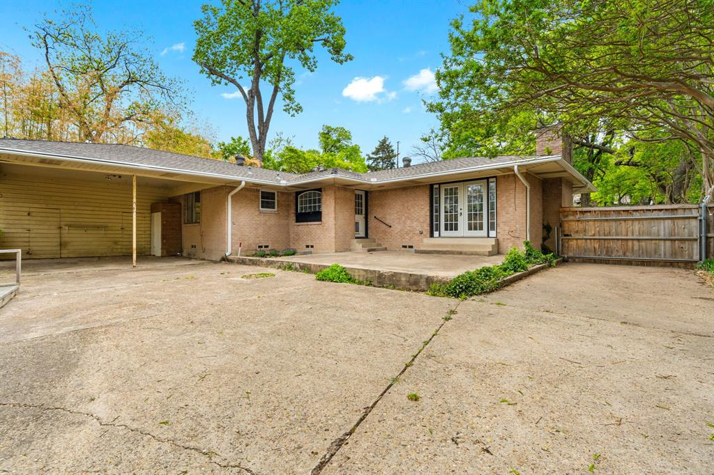 2366 Southwood  Drive, Dallas, Texas 75224 - acquisto real estate best photos for luxury listings amy gasperini quick sale real estate