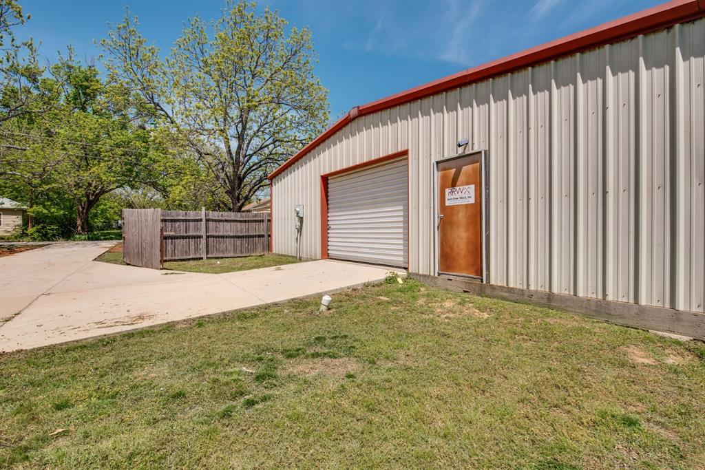 3011 Fannin  Avenue, Denison, Texas 75021 - acquisto real estate best photos for luxury listings amy gasperini quick sale real estate