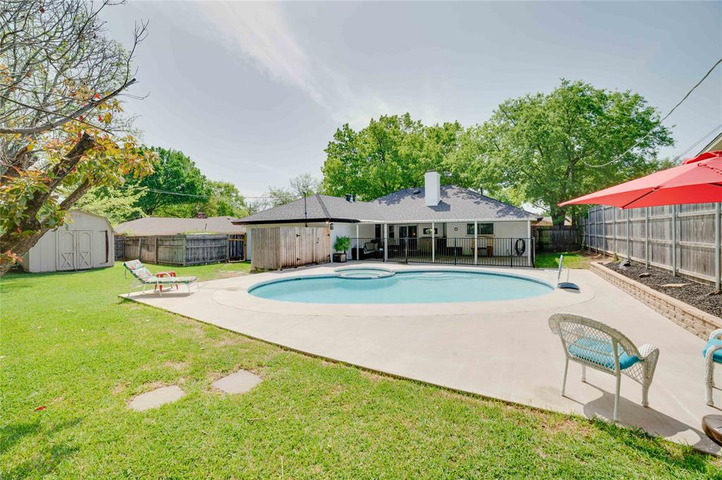 2426 Sherwood  Drive, Grand Prairie, Texas 75050 - acquisto real estate best real estate company to work for