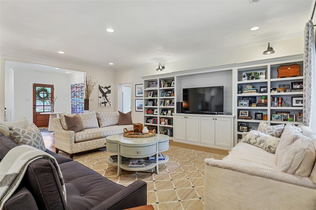 560 Northlake  Drive, Dallas, Texas 75218 - acquisto real estate best the colony realtor linda miller the bridges real estate
