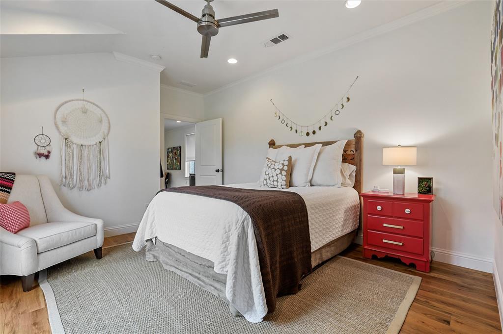 560 Northlake  Drive, Dallas, Texas 75218 - acquisto real estate best plano real estate agent mike shepherd