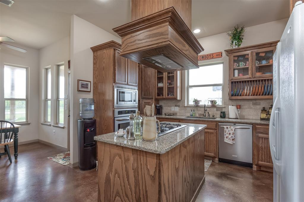 252 Emberson Ranch  Road, Pilot Point, Texas 76258 - acquisto real estate best new home sales realtor linda miller executor real estate