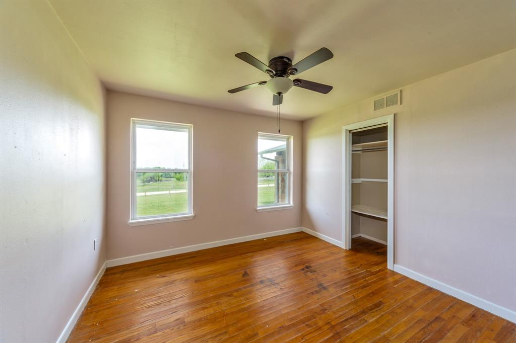 138 Silver  Street, Bowie, Texas 76230 - acquisto real estate mvp award real estate logan lawrence