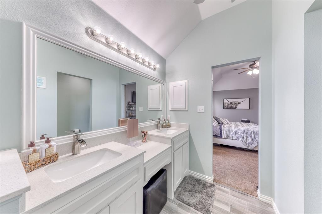 1029 Calinco  Drive, Granbury, Texas 76048 - acquisto real estaet best boutique real estate firm in texas for high net worth sellers